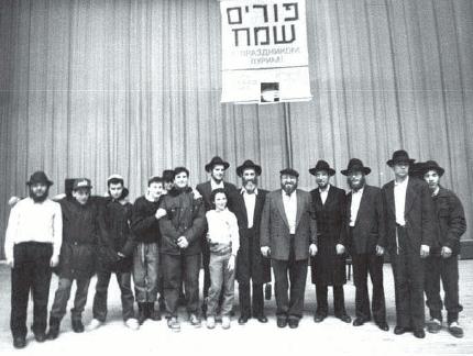 ישעי'ה ברוסילובסקי בשמאל התמונה