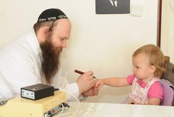 ישעי'ה ברוסילובסקי מטפל בילדה (שיטה ישנה)